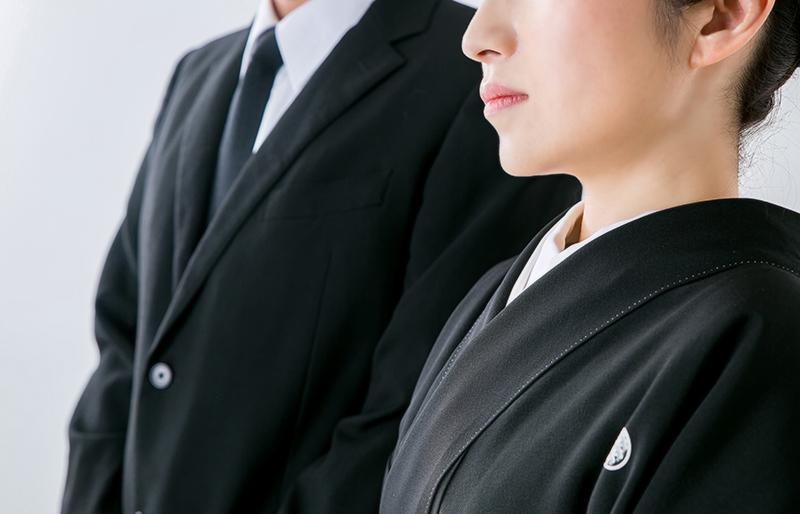 お葬式に参列する際の服装について